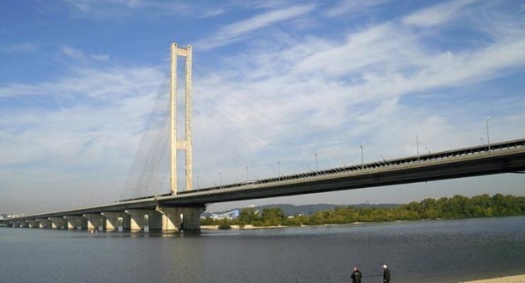 Вниманию водителей: В выходных будет ограничено движение на Южном мосту в Киеве
