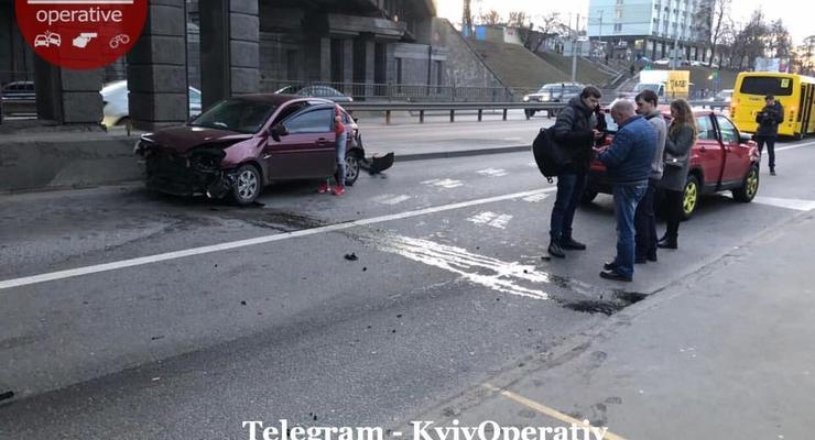 В Киеве на Берестейской произошло жесткое столкновение с пострадавшими