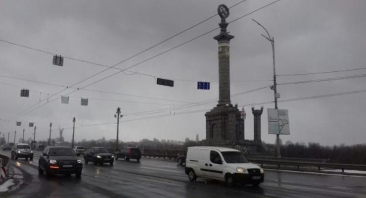 В Киеве планируют ограничить движение транспорта на мосту Патона