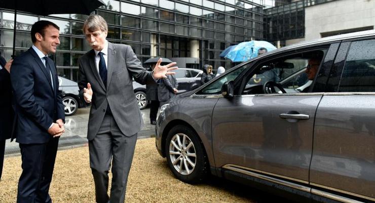 Бронированное авто президента Франции сломалось прямо во время иностранного визита