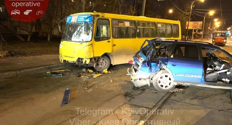 Жесткое столкновение маршрутки и Audi: 4 пострадавших, в том числе беременная