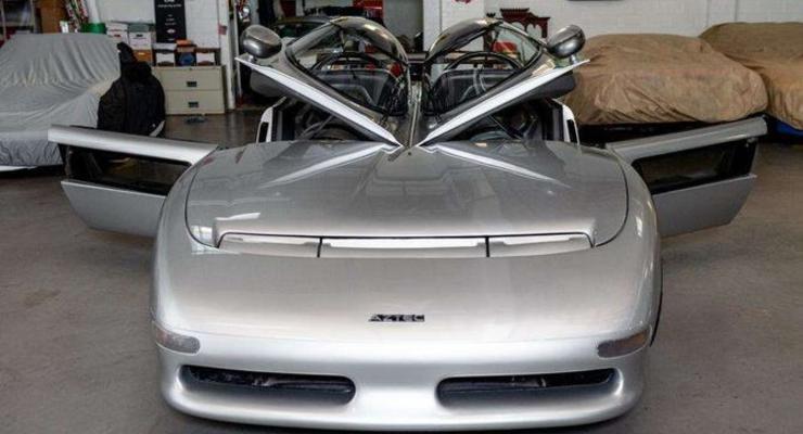 """На аукцион выставили уникальный автомобиль с двумя """"рулями"""""""