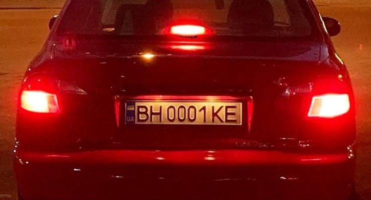 В Одессе засняли Lanos с номерами дороже самой машины