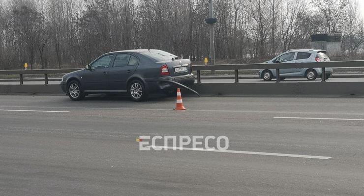 В жестком ДТП в Киеве женщина вылетела из салона авто
