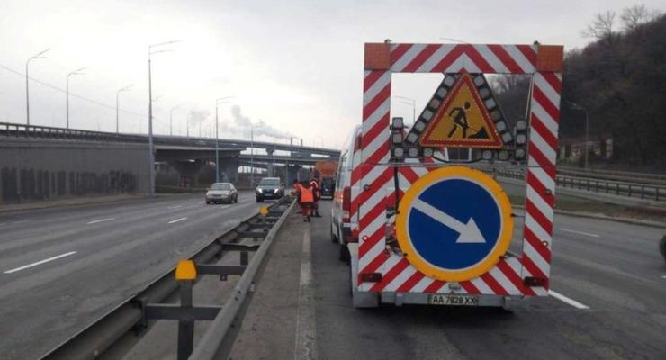 В Киеве на месяц ограничили движение по путепроводу в сторону Южного моста