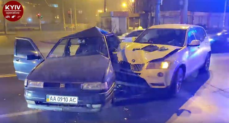 """Таксист спровоцировал аварию из-за """"несинхронизированных светофоров"""" - видео"""