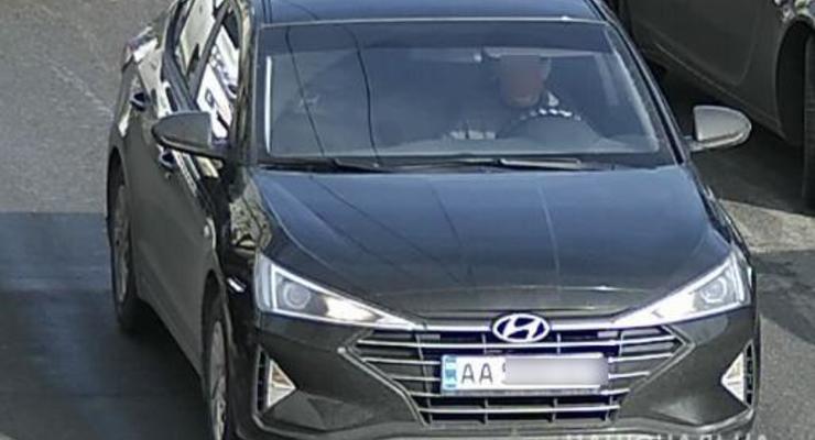В Киеве поймали таксиста, который зарабатывал на воровстве колпаков колес