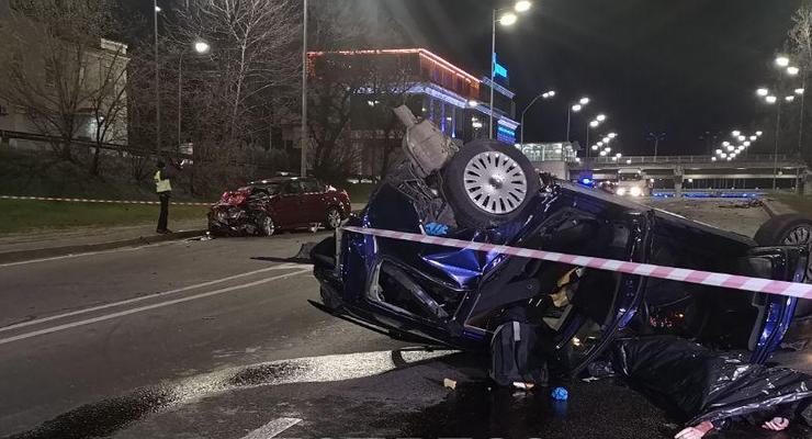 Смертельное ДТП в Киеве: Subaru на скорости протаранил и перевернул стоящий Volkswagen