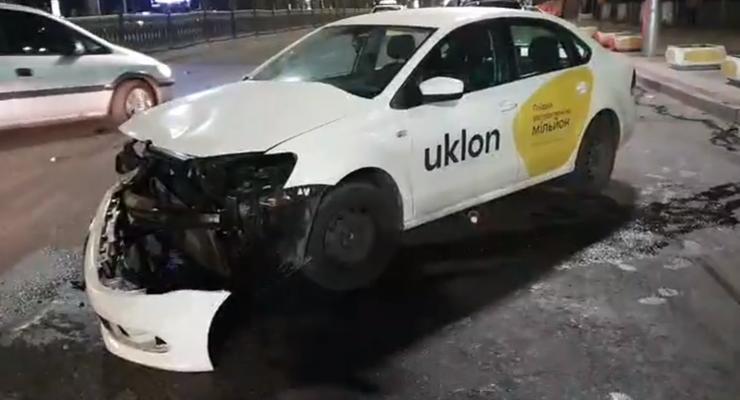 В Киеве на углу Шевченко и Леонтовича жестко врезались Lexus и Volkswagen - видео