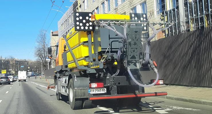 В Киеве замечена техника для дезинфекции улиц: Фото