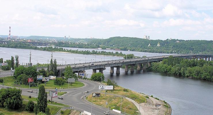 В Киеве с 10 апреля движение по мосту Патона ограничат крайними правыми полосами