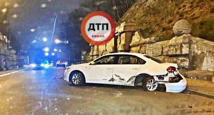 В центре Киева жестко столкнулись два автомобиля Volkswagen: Фото
