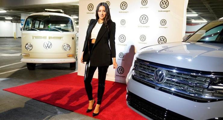 В Volkswagen представили автомобиль с обновленным логотипом