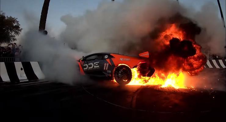 Ради хайпа в США подожгли Lamborghini