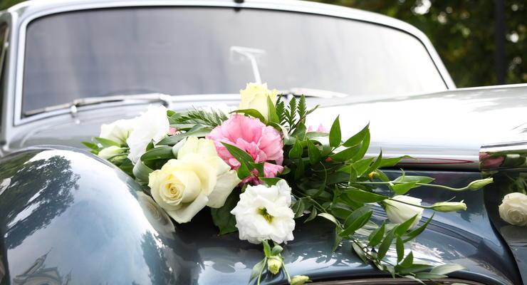 Влюбленных в Бразилии из-за карантина женят прямо в автомобиле