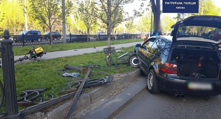 В Киеве и области опрокинулись несколько авто в ДТП 22 апреля
