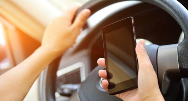 Чем опасен разговор по телефону за рулем: Пояснение полиции