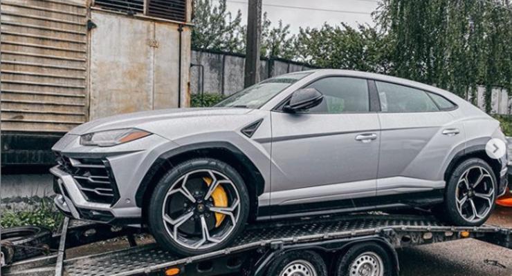 В Украину привезли самый быстрый кроссовер Lamborghini