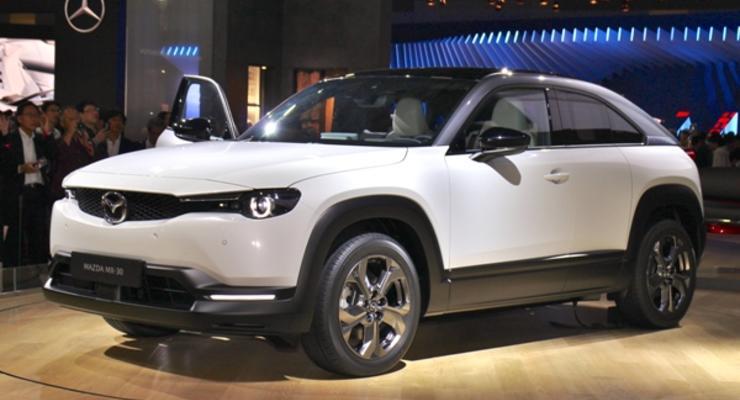 Mazda начала выпуск первого электрокроссовера