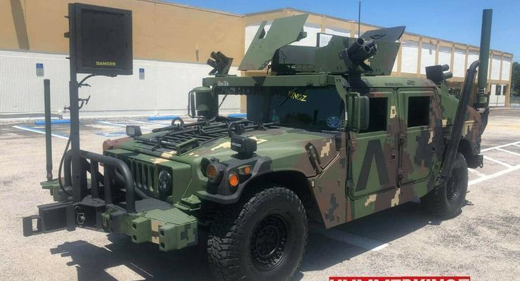В США  выставили на продажу два армейских внедорожника с малым пробегом