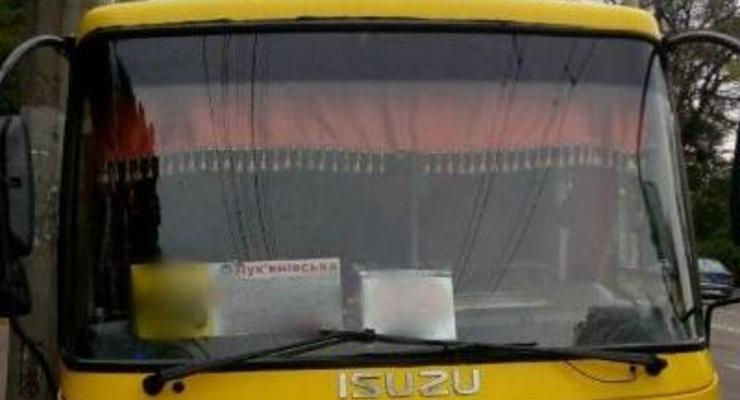 В Киеве водитель маршрутки ездил без прав и нарушал ПДД