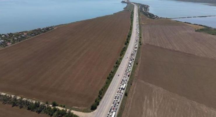 Украинцы ринулись к морю: Пробки на трассах в морском направлении