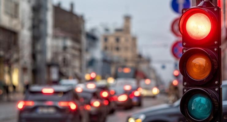 Когда водитель заплатит штраф за движение на красный: Подробности