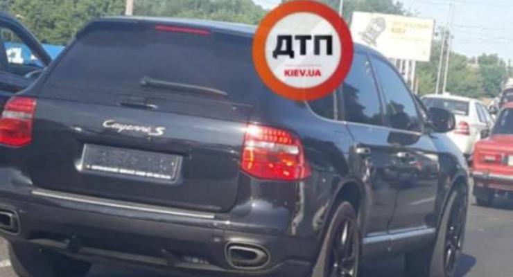 В Киеве пьяный СТОшник угнал Mercedes клиента, а Cayenne ездил без номеров: Сводка