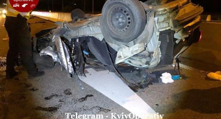 В Киеве опрокинулся кран, а пьяный коп чудом выжил в ДТП: Сводка