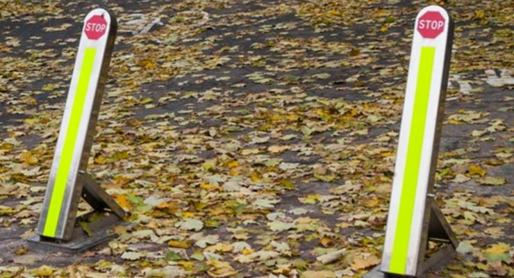 В Киеве снесли рекламные стойки и установили антипарковочные столбики: Кличко