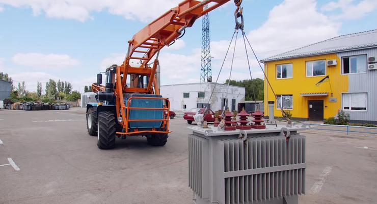 На харьковском заводе собрали необычный трактор-трасформер: видео