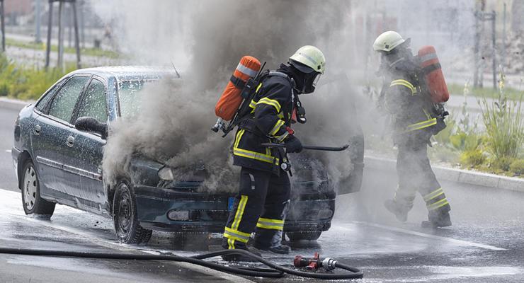 Почему воспламеняется автомобиль: названы ТОП-5 причин