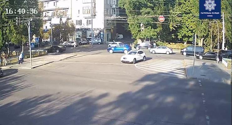 Грубо нарушил ПДД и поплатился: серьезная авария в центре Киева попала на видео