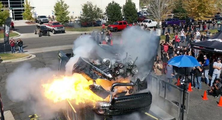 В США во время испытаний взорвался 3000-сильный грузовик: эпичное видео