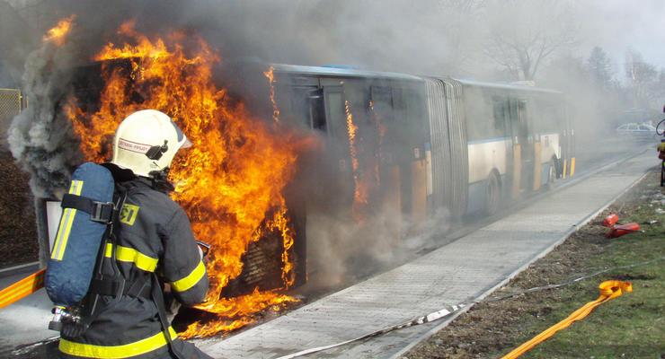 Перетрудилась: в Киеве на конечной загорелась маршрутка