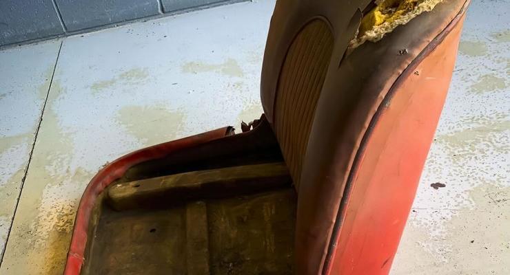 Кресла от старого Chevrolet продают по цене нового Mercedes: подробности