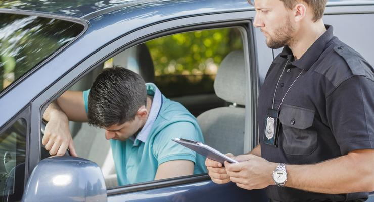 Законно ли требование полицейского предъявить страховку: постановление суда