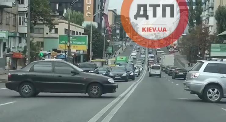"""Ездуны и """"водятлы"""": подборка нарушений ПДД на украинских дорогах"""