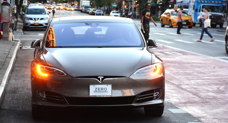 Tesla Model S развалилась на скорости 200 км/ч: фото