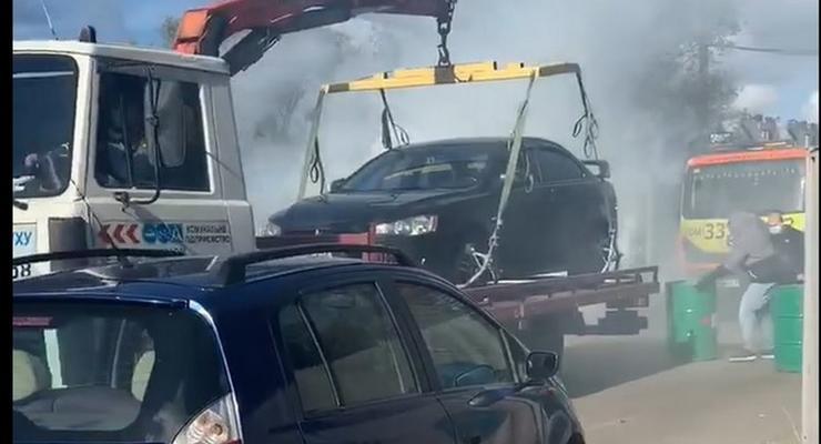 Жгли шины и блокировали дорогу: в Киеве брали штурмом штрафплощадку