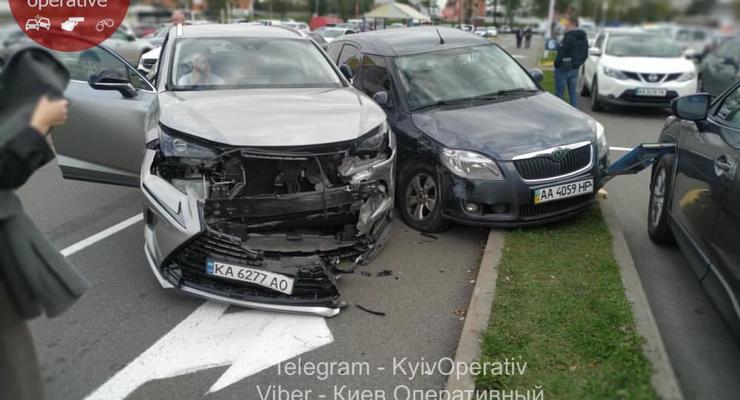 ДТП на парковке и проезд на красный: подборка аварий за прошедшие сутки