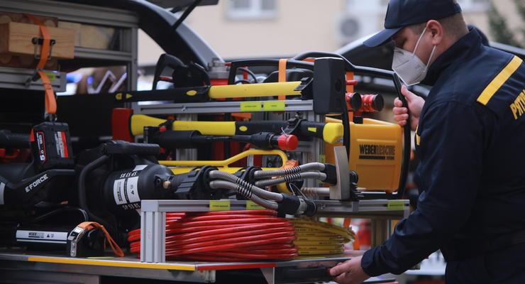 Украинским спасателям передали необычные автомобили: подробности