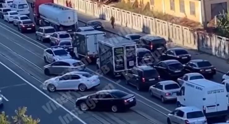 Подборка аварий на улицах столицы: полиция за работой и ДТП со скорой