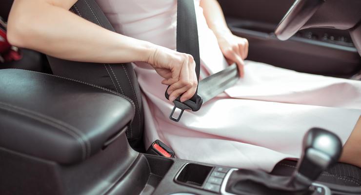 Как правильно садиться в машину на экзамене: что говорится в ПДД