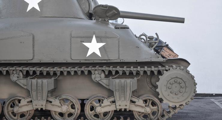 На автоаукционе продают танк по цене суперкара: подробности