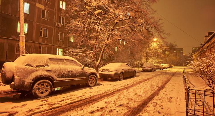 Первый снег в Украине: ситуация на дорогах критическая, видео