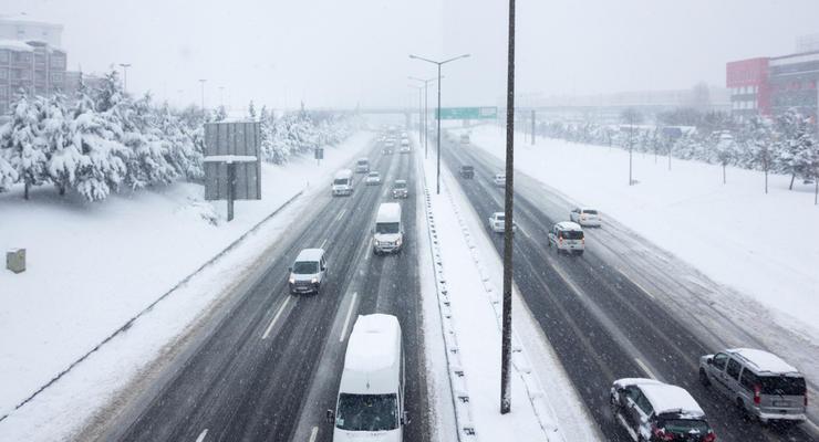 Первый снег в столице: что происходит на дорогах