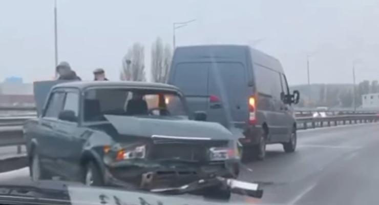 Аварии на скользкой дороге: сводка за 19 ноября