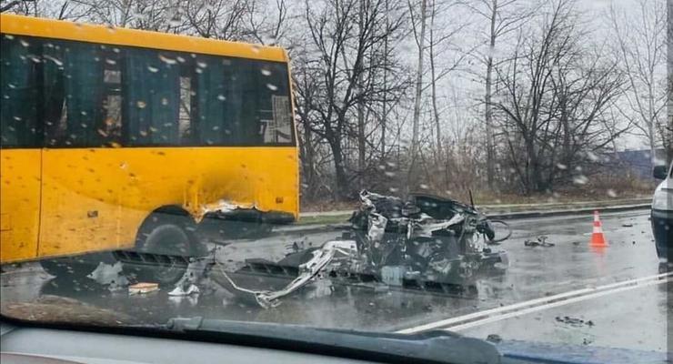 В Сумах автомобиль разорвало пополам: жуткое видео