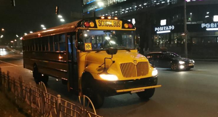 В Киеве заметили американский школьный автобус: видео
